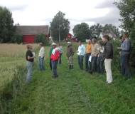 Johan Swärd and a group of norwegian farmers on a theme day at Aschim Farm, Brandbu. Photo: Norwegian Association of Biological-Dynamic Farmers